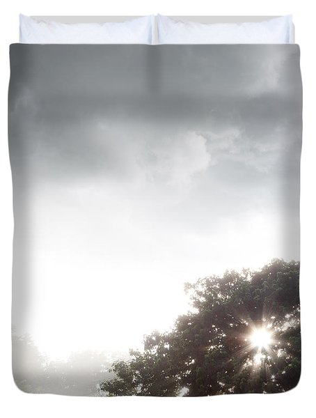 Morning Sunlight  Duvet Cover by Les Cunliffe