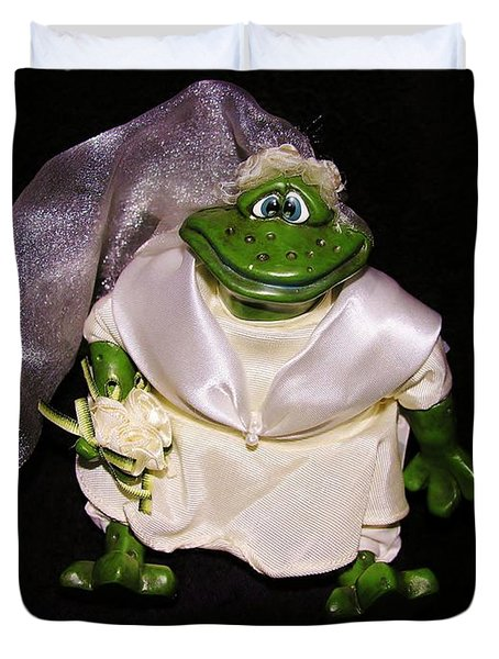 Duvet Cover featuring the photograph The Green Bride by Sherman Perry