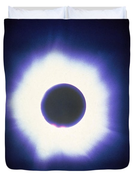 Total Solar Eclipse With Corona Duvet Cover by Science Source