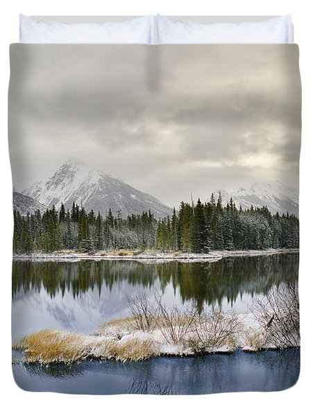 Spillway Lake And The Opal Range, Peter Duvet Cover by Darwin Wiggett