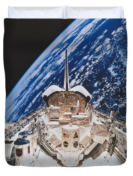 Space Shuttle Atlantis Duvet Cover by Science Source