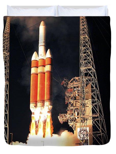 A Delta Iv Heavy Rocket Lifts Off Duvet Cover by Stocktrek Images