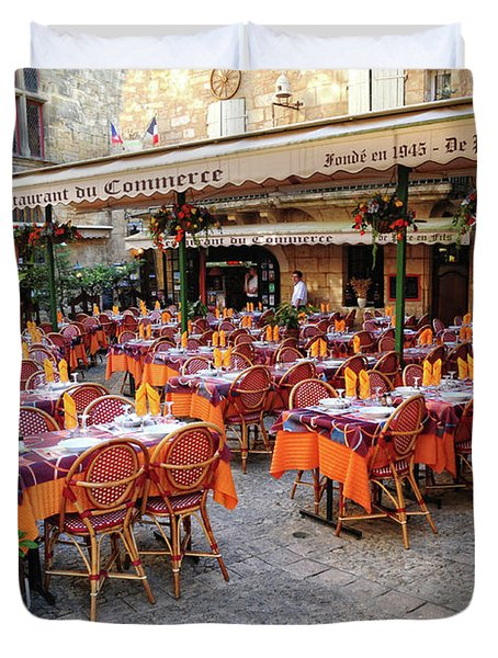 A Restaurant In Sarlat France Duvet Cover by Dave Mills