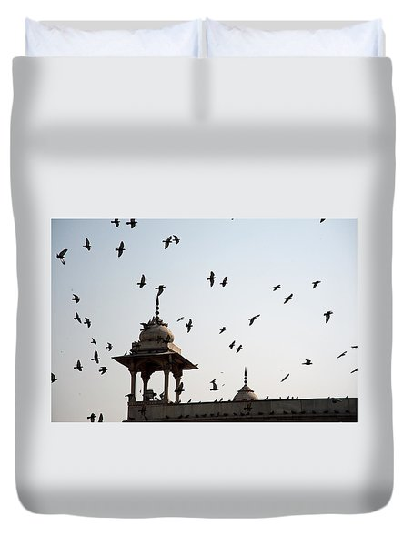 A Whole Flock Of Pigeons On The Top Of The Ramparts Of The Red Fort In New Delhi Duvet Cover by Ashish Agarwal