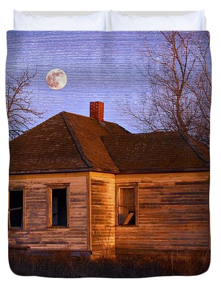 Abandoned Farm House Duvet Cover by Richard Wear