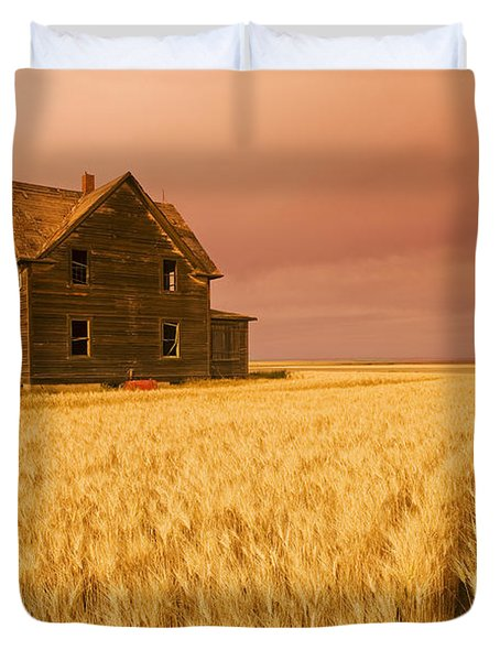 Abandoned Farm House, Wind-blown Durum Duvet Cover by Dave Reede
