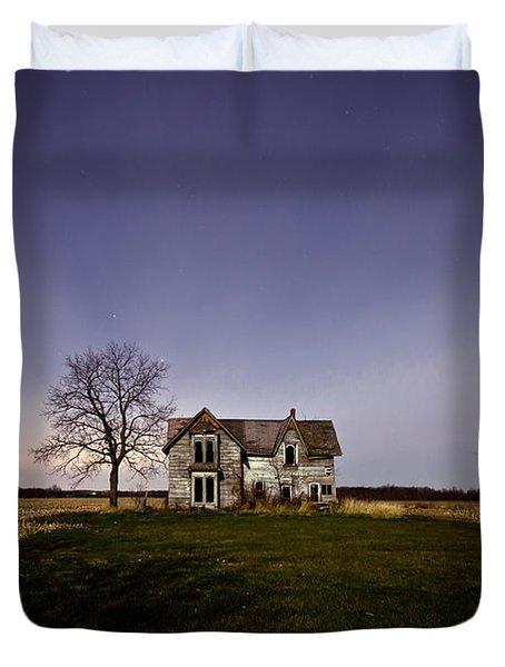 Abandoned Farmhouse At Night Duvet Cover