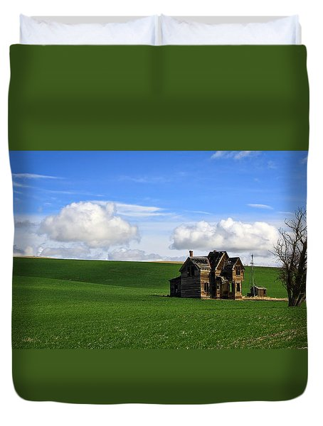 Abandoned House On Green Pasture Duvet Cover by Steve McKinzie