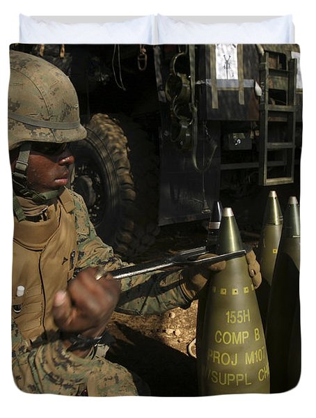 An Artilleryman Places A Fuse Duvet Cover by Stocktrek Images
