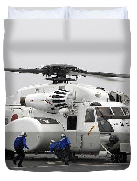 An Mh-53e Super Stallion Helicopter Duvet Cover by Stocktrek Images