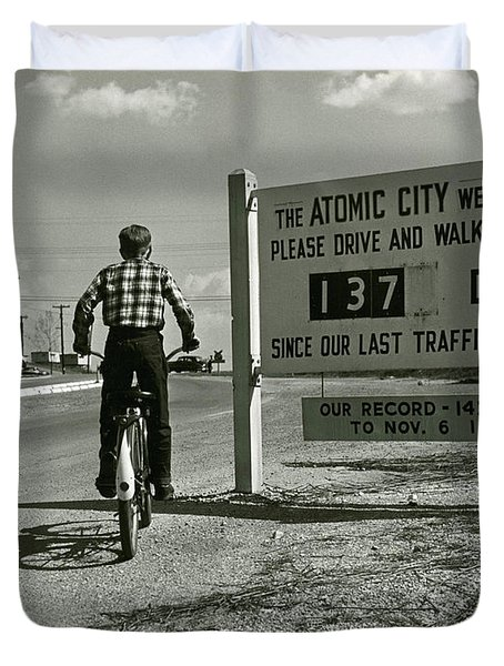Atomic City Tennessee In The Fifties Duvet Cover by Tom Hollyman and Photo Researchers