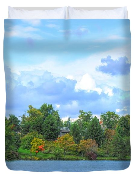 Duvet Cover featuring the photograph Autumn's Beauty At Hoyt Lake by Michael Frank Jr