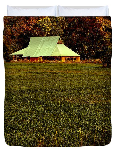 Barn In The Style Of The 60s Duvet Cover by Mick Anderson