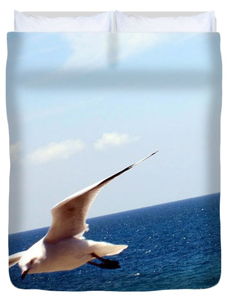 Duvet Cover featuring the photograph Be Free by Roberto Gagliardi