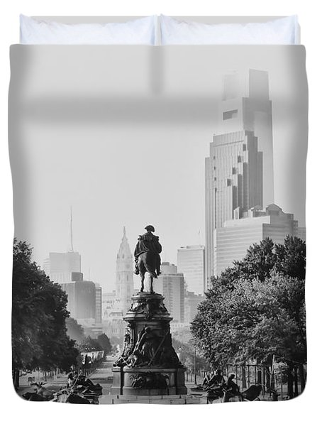 Benjamin Franklin Parkway In Black And White Duvet Cover by Bill Cannon