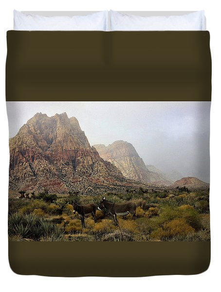 Duvet Cover featuring the photograph Blending In by Tammy Espino
