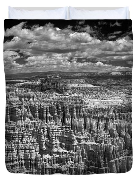 Bryce Canyon - Black And White Duvet Cover by Larry Carr
