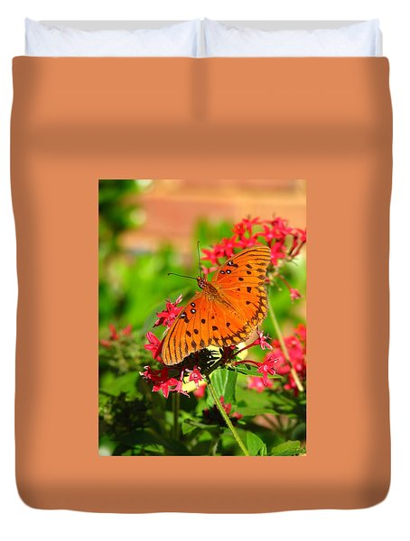 Duvet Cover featuring the photograph Butterfly On Pentas by Carla Parris