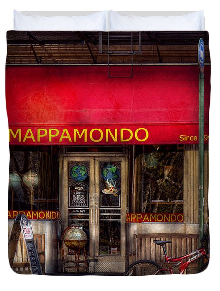 Cafe - Ny - Chelsea - Mappamondo  Duvet Cover by Mike Savad
