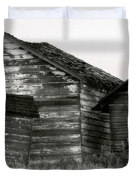 Duvet Cover featuring the photograph Canadian Barns by Jerry Fornarotto