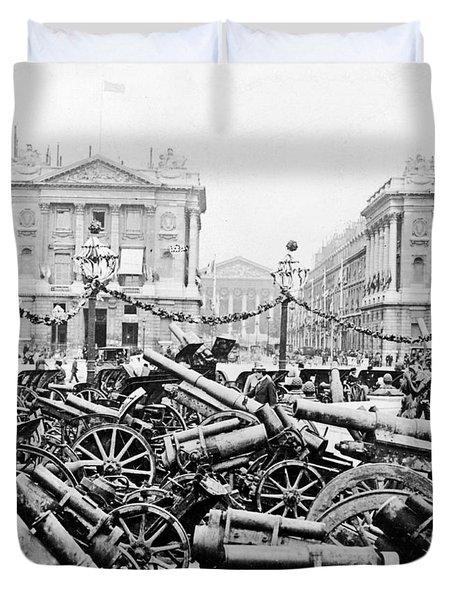 Captured German Guns At Palace De La Concorde In Paris - France Duvet Cover by International  Images