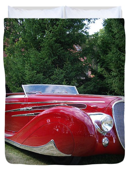 Car At Meadowbrook Duvet Cover by Grace Grogan