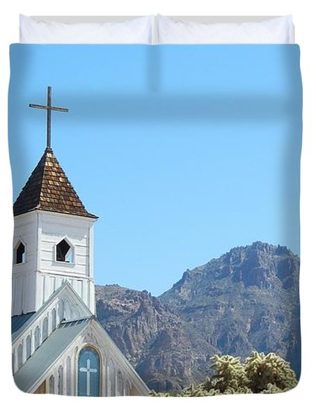 Duvet Cover featuring the photograph Chapel In Superstitions by Penny Meyers