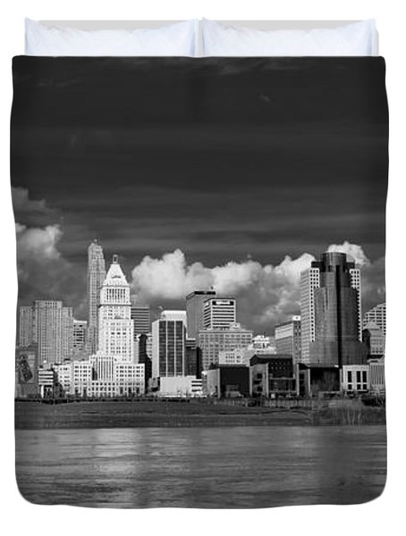 Cincinnati Skyline Bw Duvet Cover by Keith Allen