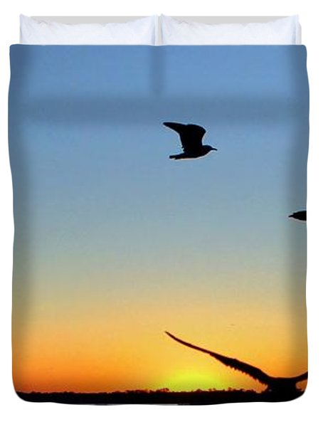 Circle Meeting At Sunrise Duvet Cover by Benanne Stiens