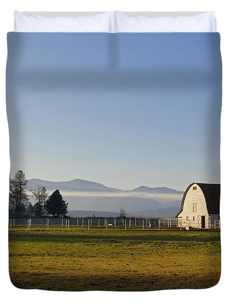 Classic Barn In The Country Duvet Cover by Mick Anderson