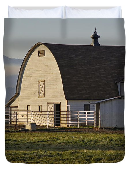 Classic Barn Near Grants Pass Duvet Cover by Mick Anderson
