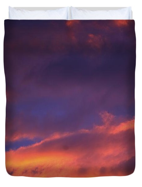 Clouds In Sky With Pink Glow Duvet Cover by Richard Wear