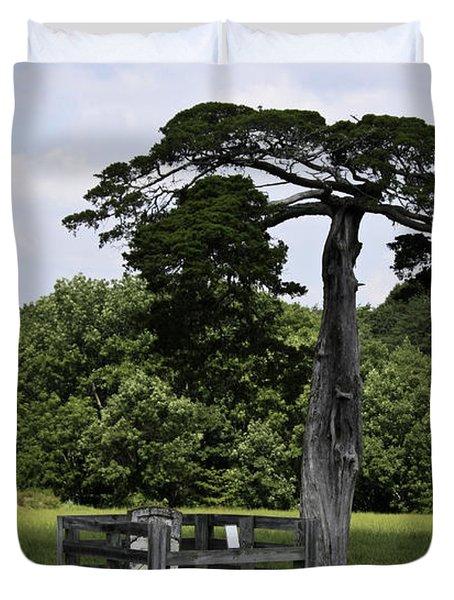 Confederate Grave Of Lafayette Meeks Appomattox Virginia Duvet Cover by Teresa Mucha