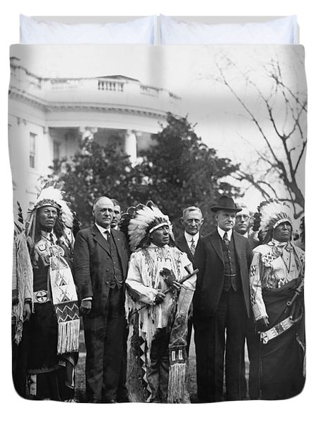 Coolidge With Native Americans Duvet Cover by Photo Researchers