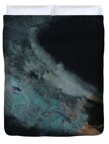 Couple Dive Together Into Water. Duvet Cover by Hagai Nativ