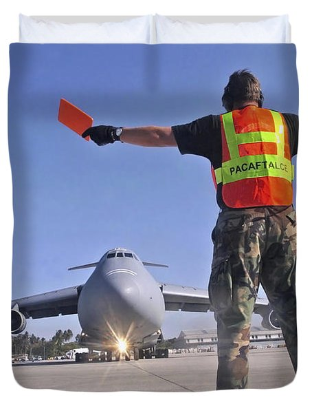 Crew Chief Marshals A C-5 Galaxy Duvet Cover by Stocktrek Images