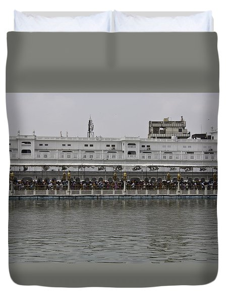 Crowd Of Devotees Inside The Golden Temple Duvet Cover by Ashish Agarwal