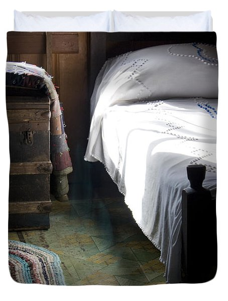 Duvet Cover featuring the photograph Dudley Farmhouse Interior No. 1 by Lynn Palmer