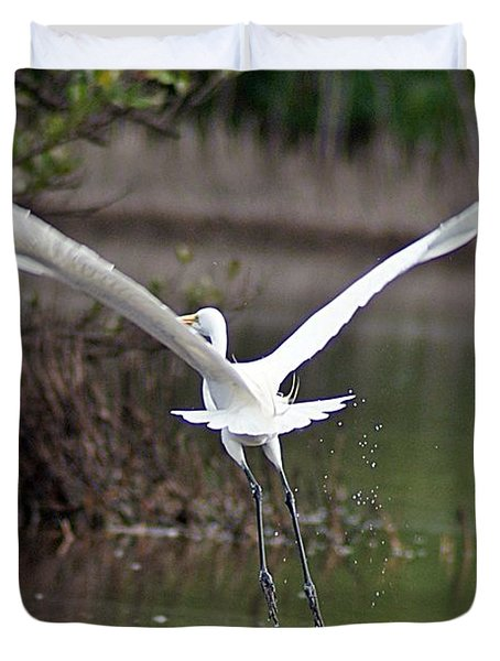 Egret In Flight Duvet Cover by Joe Faherty