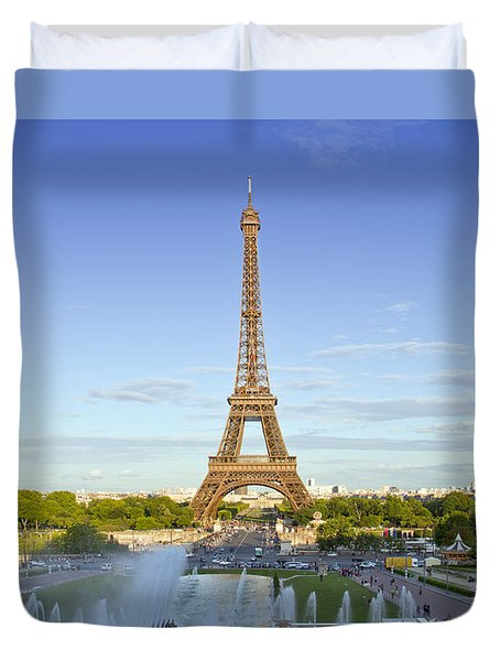 Eiffel Tower With Fontaines Duvet Cover by Melanie Viola
