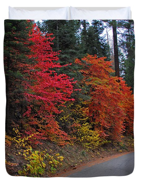 Duvet Cover featuring the photograph Fall's Splendor by Lynn Bauer