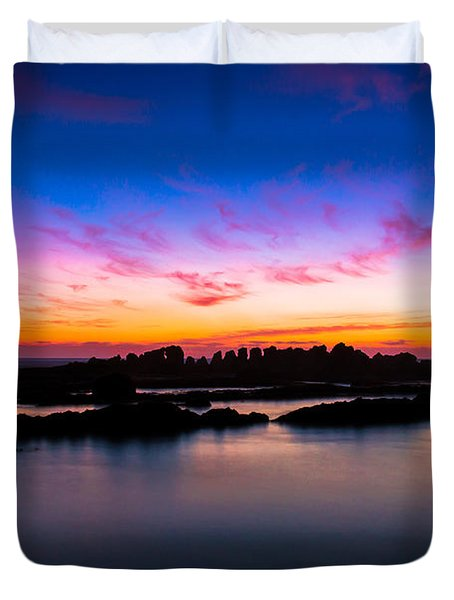 Figures To Sunset Duvet Cover