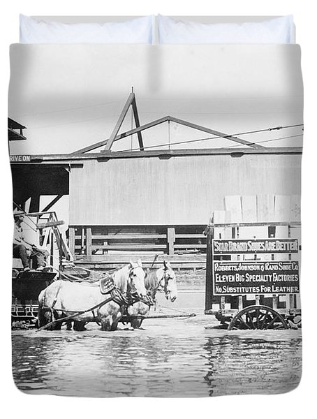 Flooding On The Mississippi River, 1909 Duvet Cover by Library of Congress