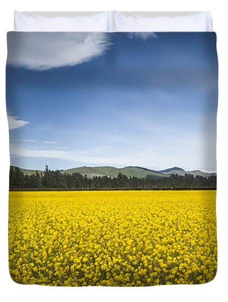 Flowering Mustard Crop In Canterbury Duvet Cover by Colin Monteath