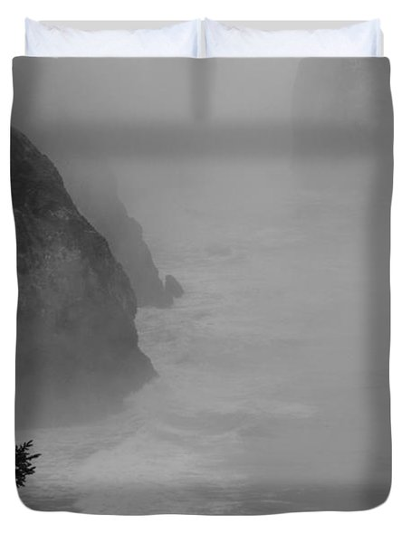 Fog And Cliffs Of The Oregon Coast Duvet Cover by Mick Anderson