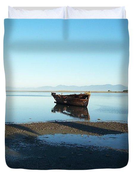 Forgotten Boat Wreck Near Motueka Duvet Cover by Peter Mooyman