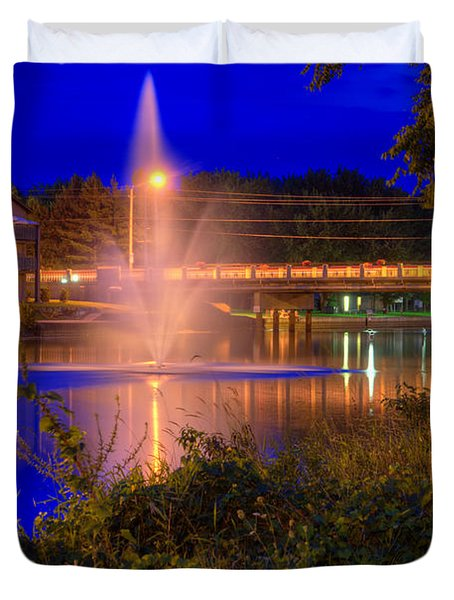 Fountain And Bridge At Night Duvet Cover