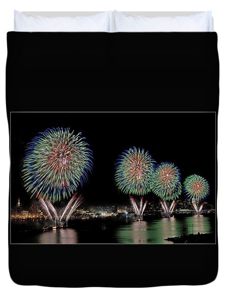 Fourt Of July In Nyc Duvet Cover by Susan Candelario