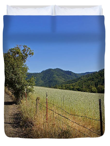 Galls Creek Road In Southern Oregon Duvet Cover by Mick Anderson