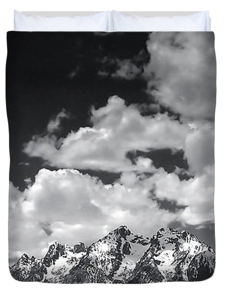 Grand Tetons Panorama In Monochrome Duvet Cover